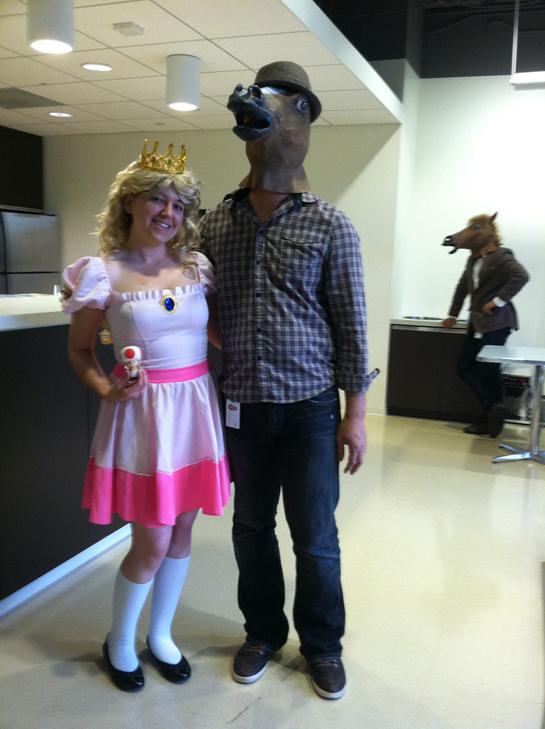https://images.neopets.com/community/editorial/horsemask2.jpg